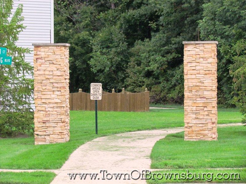 Williamsburg, Brownsburg, IN: Walkway Entrance